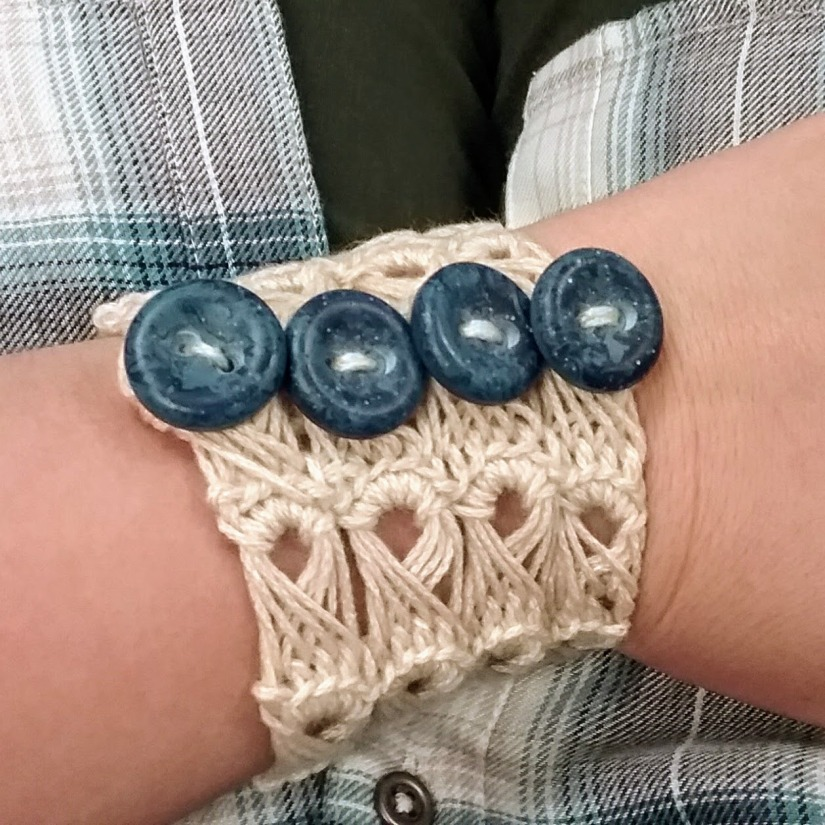 How to Crochet a Broomstick Lace Bracelet in 9 EasySteps!